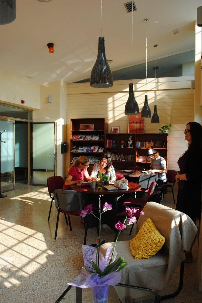 escuela de español en Bilbao, biblioteca