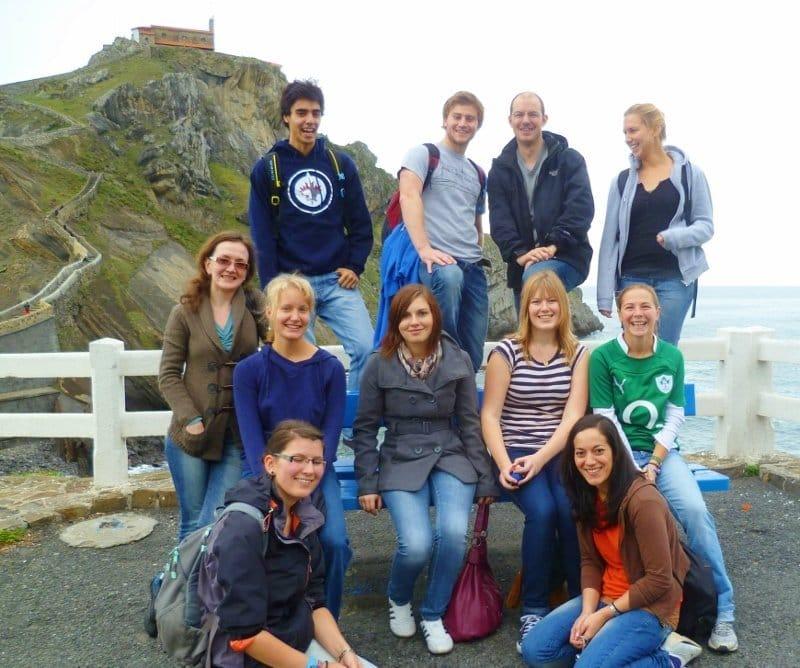 Estudiantes de español en Gaztelugatxe
