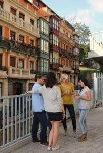 Estudiantes en terraza de la escuela
