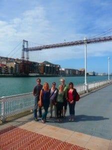 Estudiantes de español en el Puente Colgante de Portugalete