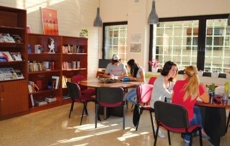 Sala de estudiantes en la escuela de español LINCE